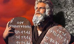 Charlton-Heston-as-Moses-001